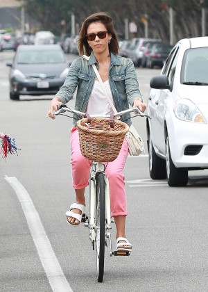 Jessica Alba: Riding her bike -16