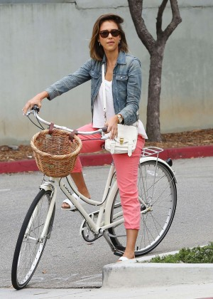 Jessica Alba: Riding her bike -28