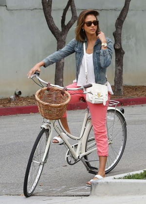 Jessica Alba: Riding her bike -29