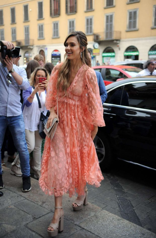 Jessica Alba: Seen at Douglas the perfumery of Corso Buenos Aires in Milan – Italy-18