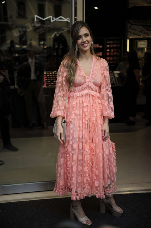 Jessica Alba: Seen at Douglas the perfumery of Corso Buenos Aires in Milan – Italy-23