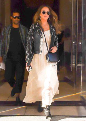 Jessica Alba - Seen leaving her Hotel in New York City