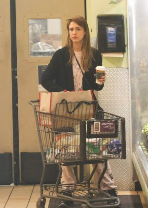 Jessica Alba - Shopping a Whole Foods Market in Beverly Hills