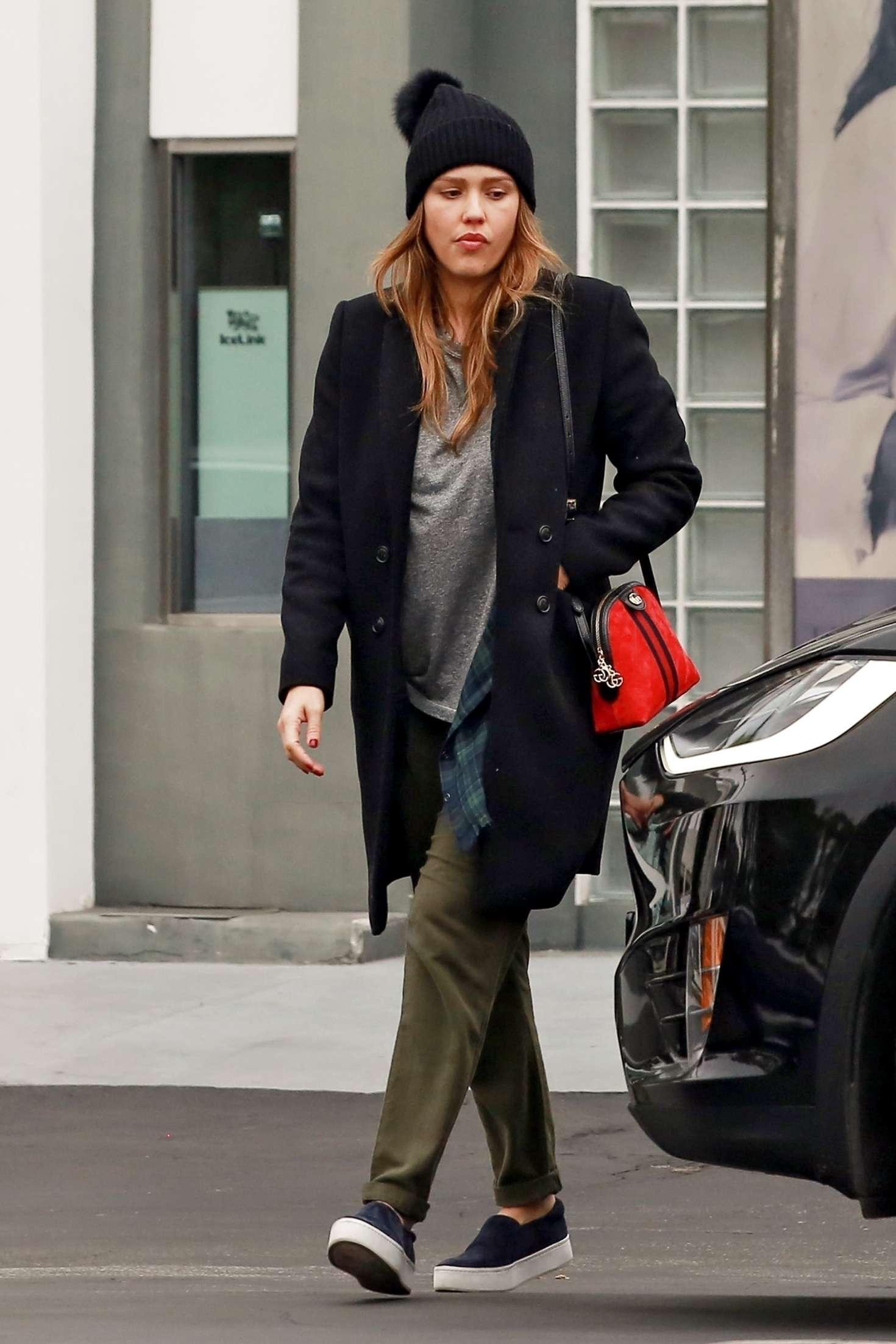 Jessica Alba 2018 : Jessica Alba: Shopping at Fred Segal -08