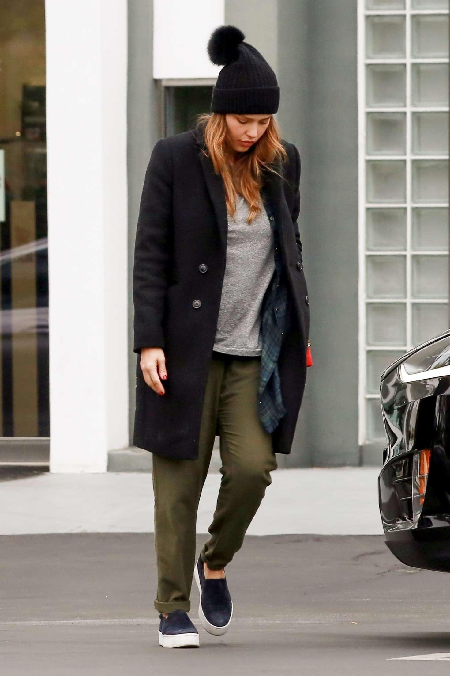 Jessica Alba 2018 : Jessica Alba: Shopping at Fred Segal -09