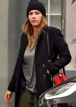 Jessica Alba - Shopping at Fred Segal in LA