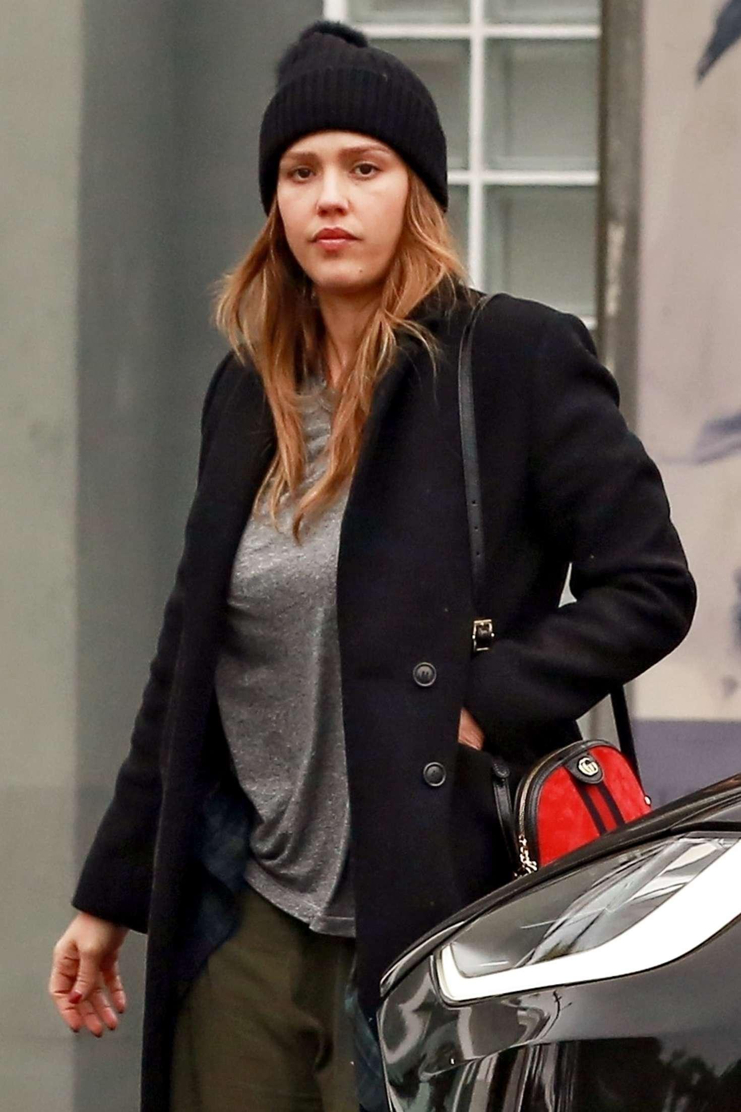 Jessica Alba - Shopping at Fred Segal in LA