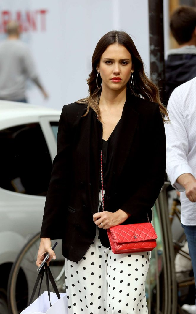 Jessica Alba - Shopping at Robert Clergery and Roger Gallet in Paris
