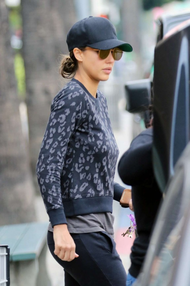 Jessica Alba - Shopping at Whole Foods in Los Angeles