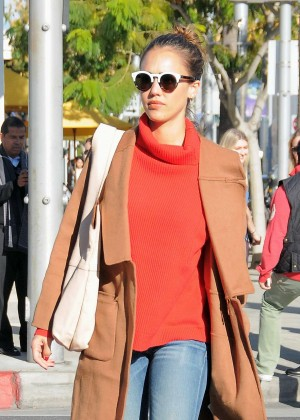 Jessica Alba - Shopping candids at Club Monaco in Beverly Hills