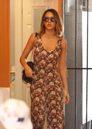 Jessica Alba - Shopping in LA