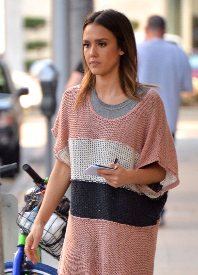 Jessica Alba - Shopping in Los Angeles