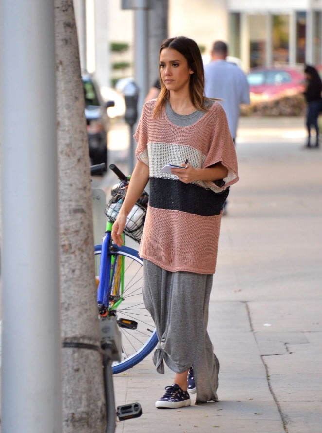 Jessica Alba: Shopping in Los Angeles -11