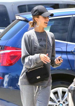 Jessica Alba - Shopping in Malibu