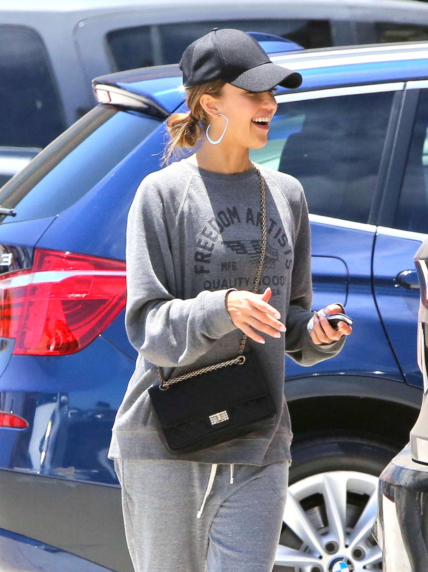Jessica Alba - Shopping in Malibu