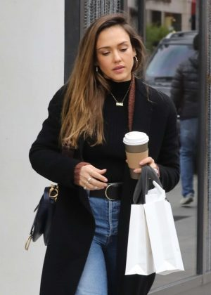 Jessica Alba - Shopping on rodeo drive in Beverley Hills