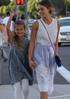 Jessica Alba - Shopping with her daughter in LA