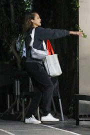 Jessica Alba - Sneaks in a night cycle house gym session in West Hollywood