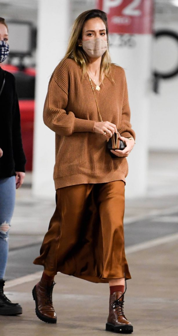 Jessica Alba - Spotted at Nordstrom in Century City
