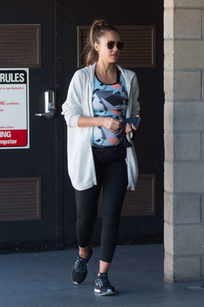 Jessica Alba - Spotted leaving the gym in Los Angeles