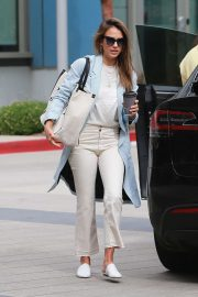 Jessica Alba - Spotted outside her office in Los Angeles