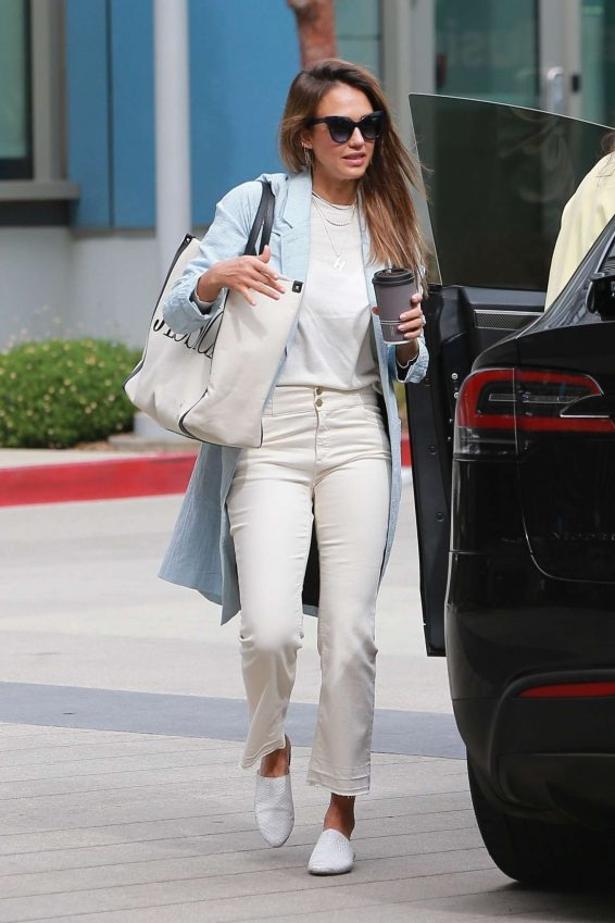 Jessica Alba – Spotted outside her office in Los Angeles-04