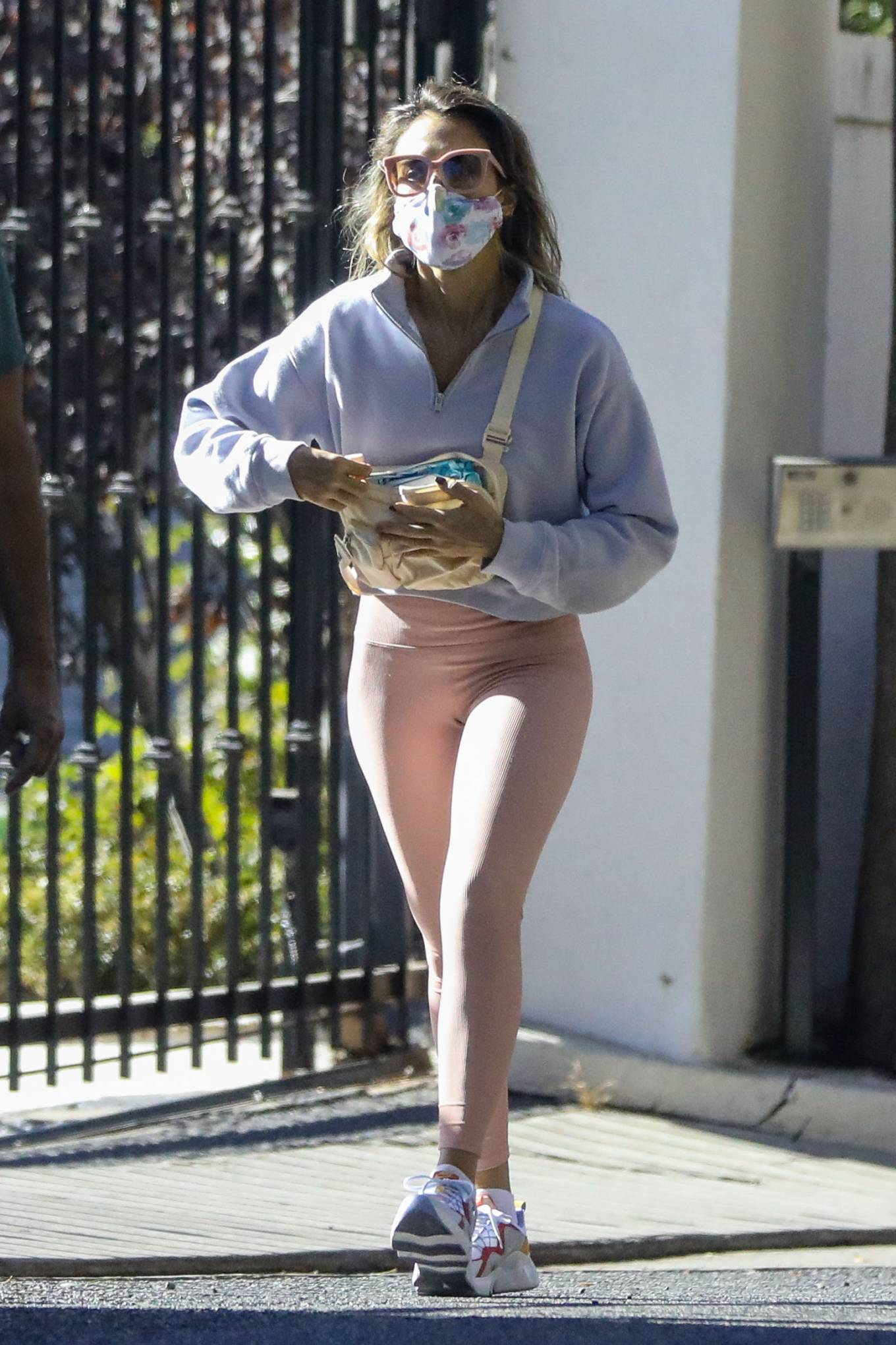 Jessica Alba 2020 : Jessica Alba – Spotted while walking with her dad in Beverly Hills-02