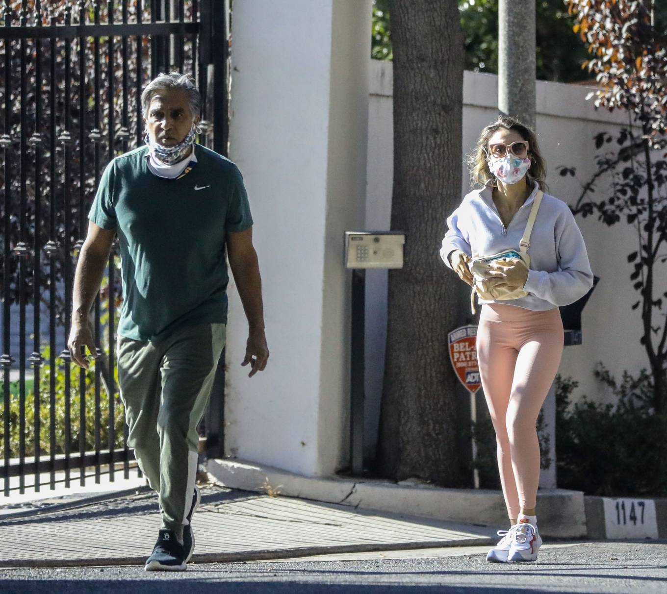 Jessica Alba 2020 : Jessica Alba – Spotted while walking with her dad in Beverly Hills-05
