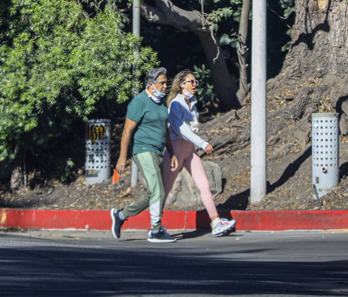 Jessica Alba 2020 : Jessica Alba – Spotted while walking with her dad in Beverly Hills-08