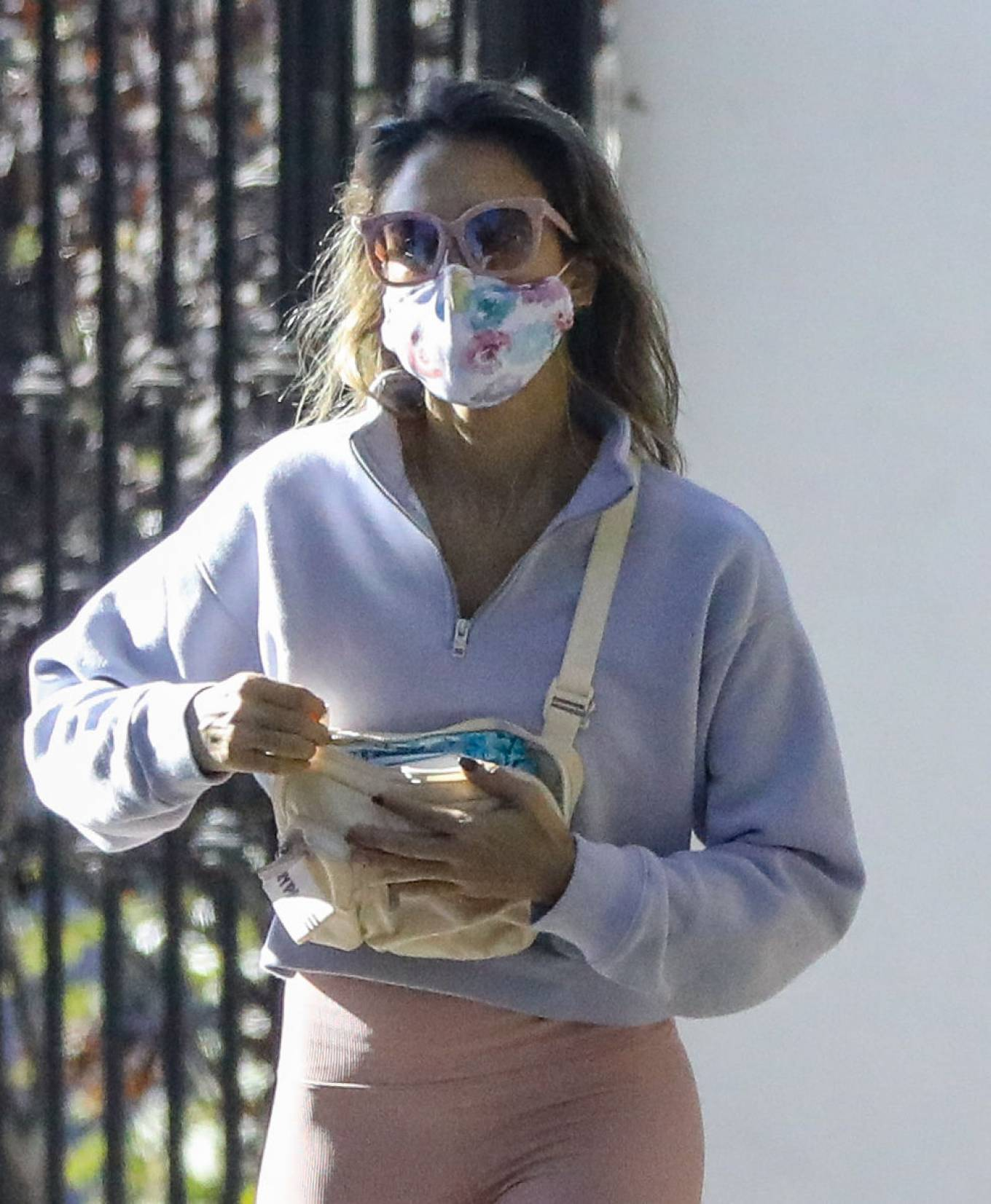 Jessica Alba 2020 : Jessica Alba – Spotted while walking with her dad in Beverly Hills-11