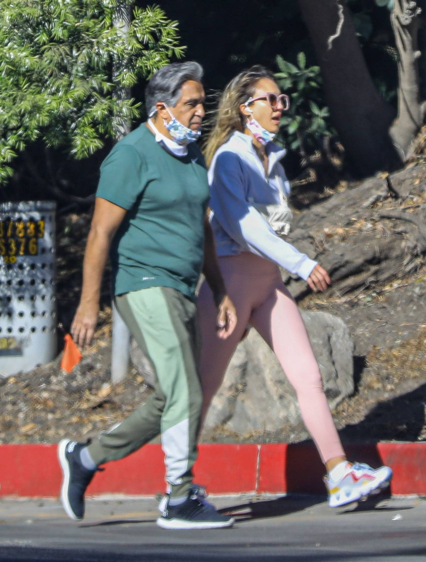 Jessica Alba 2020 : Jessica Alba – Spotted while walking with her dad in Beverly Hills-15