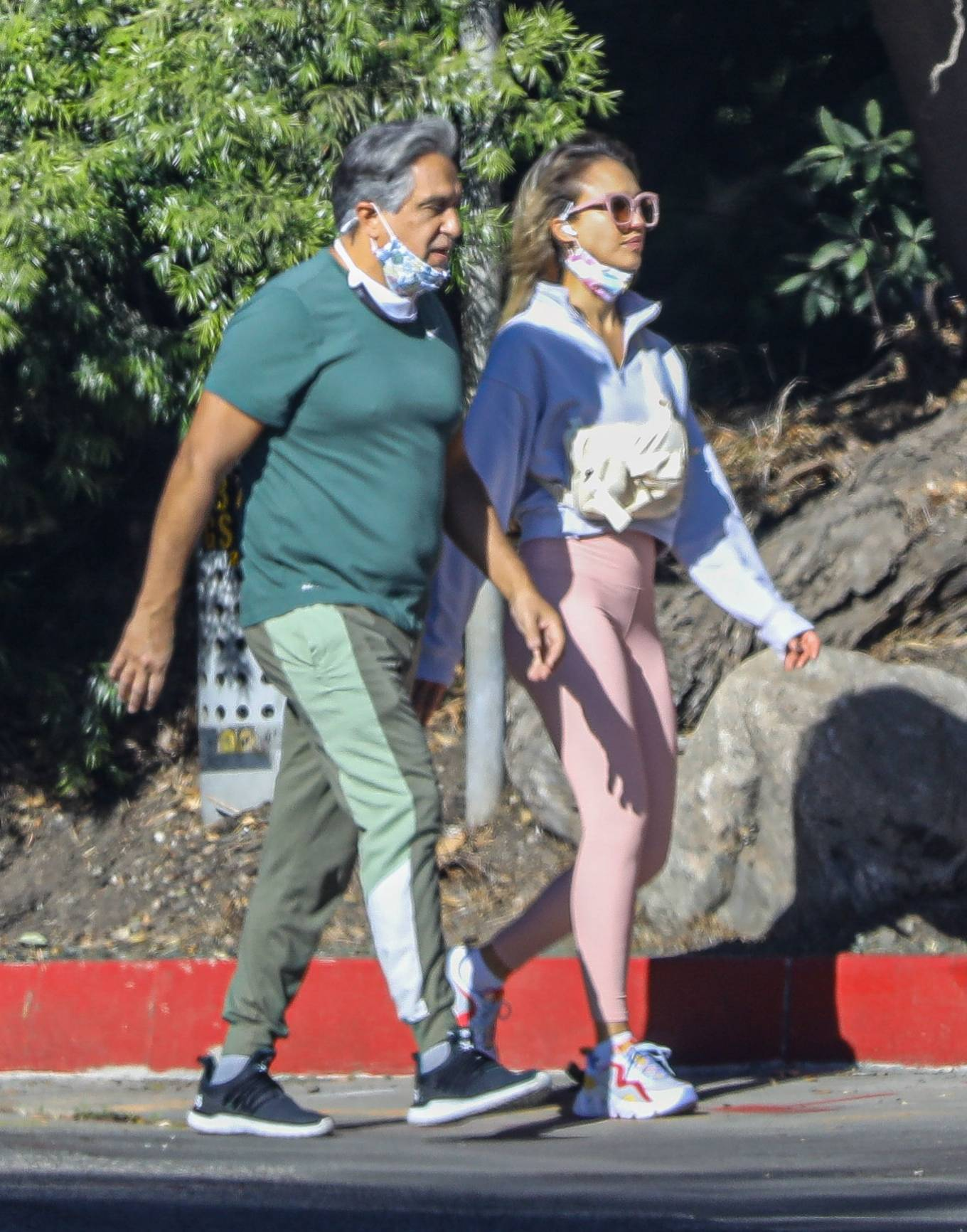 Jessica Alba 2020 : Jessica Alba – Spotted while walking with her dad in Beverly Hills-17