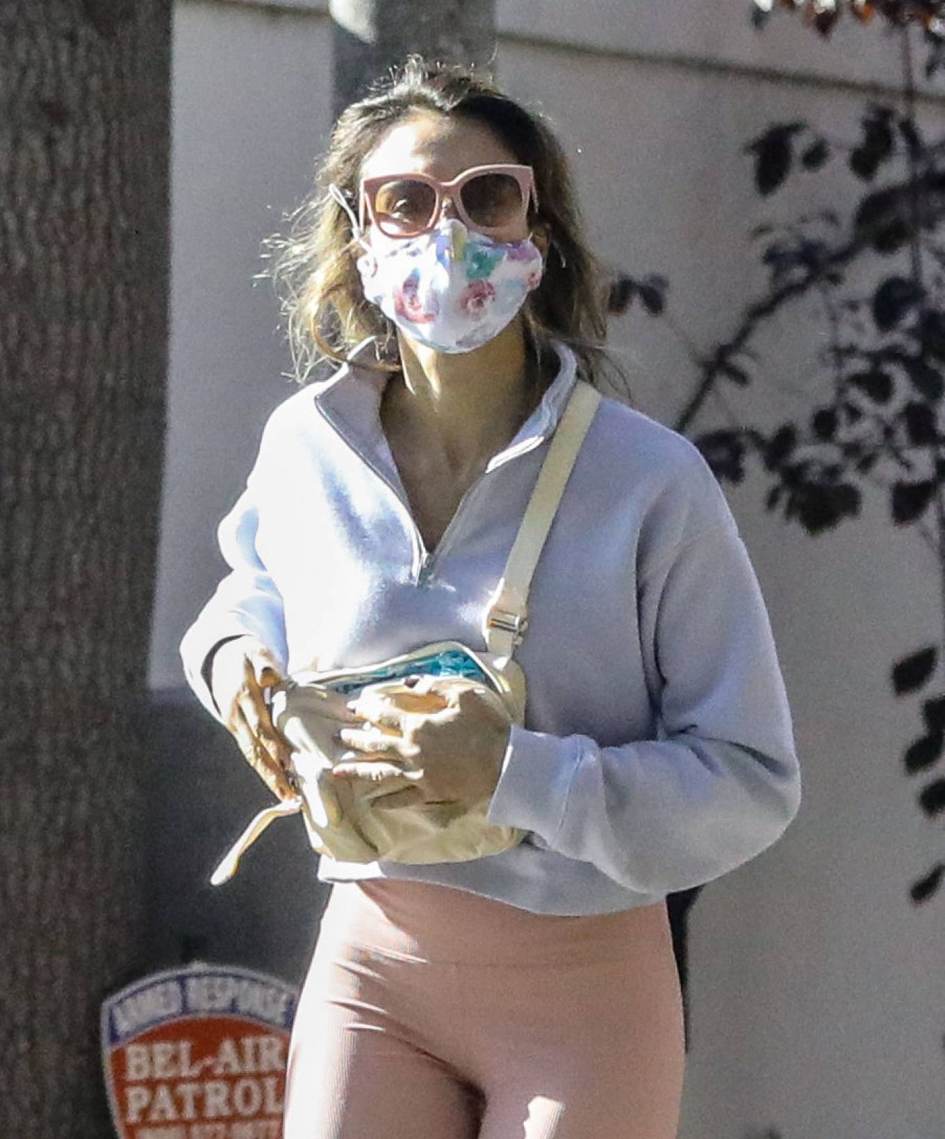 Jessica Alba 2020 : Jessica Alba – Spotted while walking with her dad in Beverly Hills-18