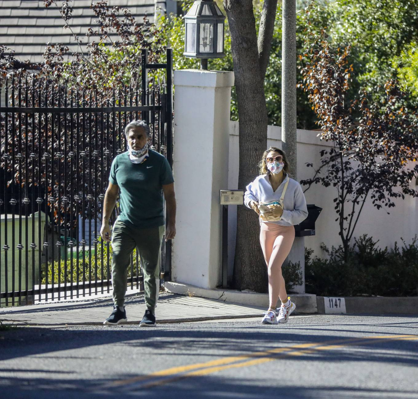 Jessica Alba 2020 : Jessica Alba – Spotted while walking with her dad in Beverly Hills-20