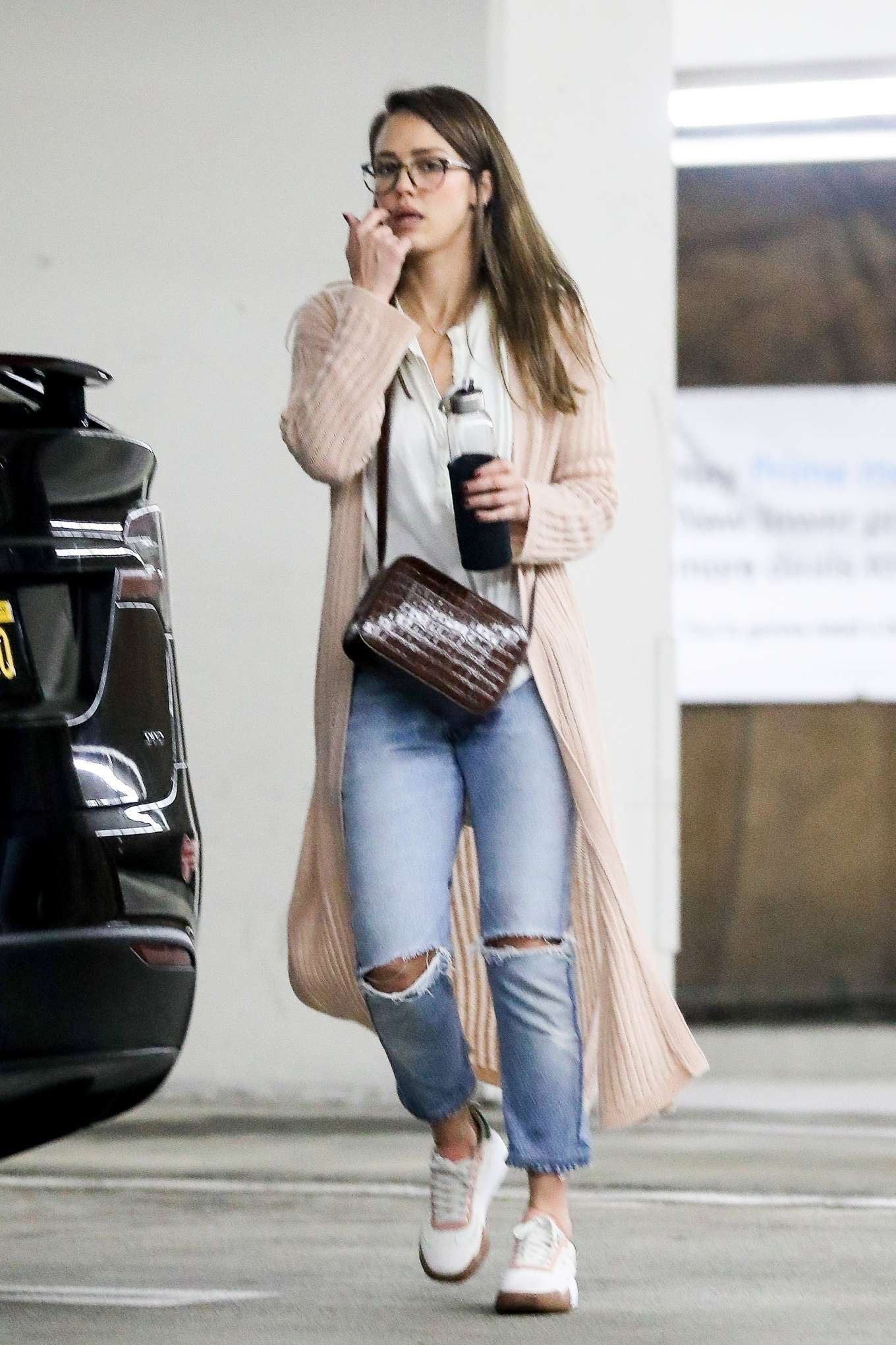 Jessica Alba stacks up on groceries ahead of the Super Bowl 2020