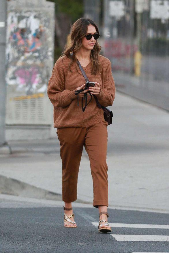 Jessica Alba takes her mom Catherine Alba to MedMen in West Hollywood