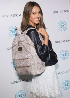 Jessica Alba - The Honest Company brand backpack in Seattle