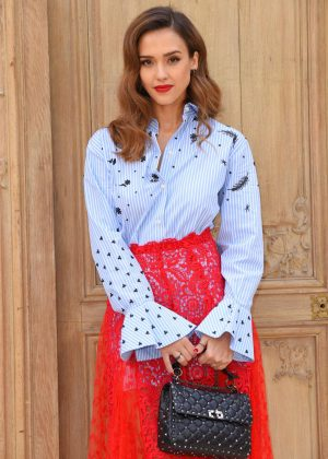 Jessica Alba - Valentino Fashion Show SS17 in Paris