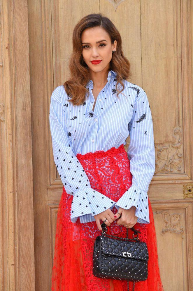Jessica Alba – Valentino Fashion Show SS17 in Paris