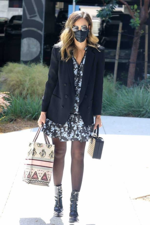 Jessica Alba - Was spotted arriving at her office in Los Angeles