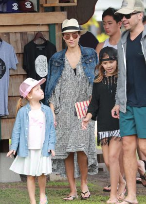 Jessica Alba with family on vacationing in Hawaii