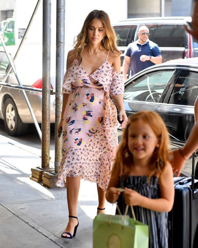 Jessica Alba with her daughter in New York City -04