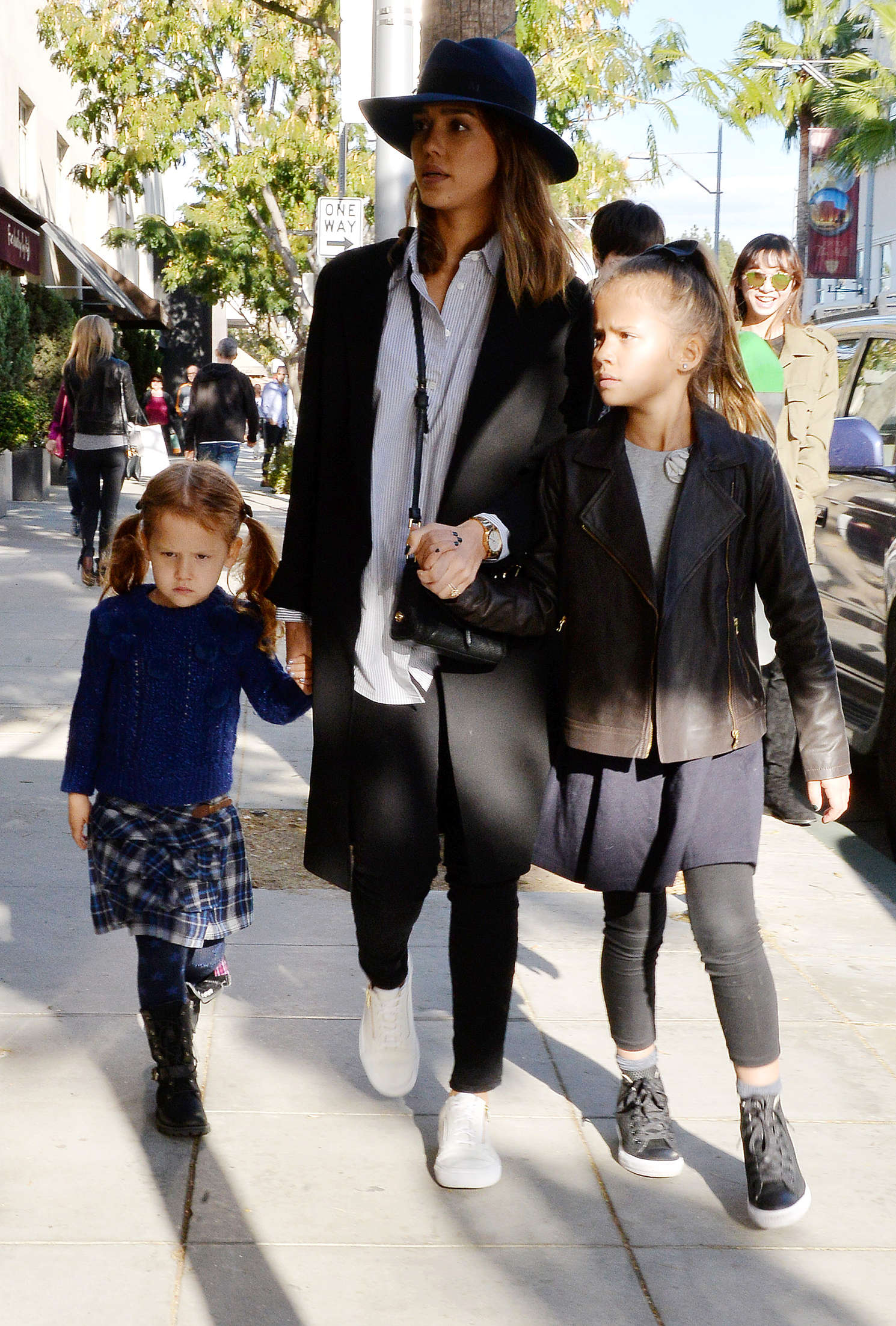 Jessica Alba 2015 : Jessica Alba with her daughters shopping -10