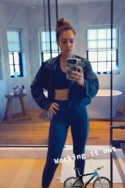 Jessica Alba Workout at Gym - Personal Pics