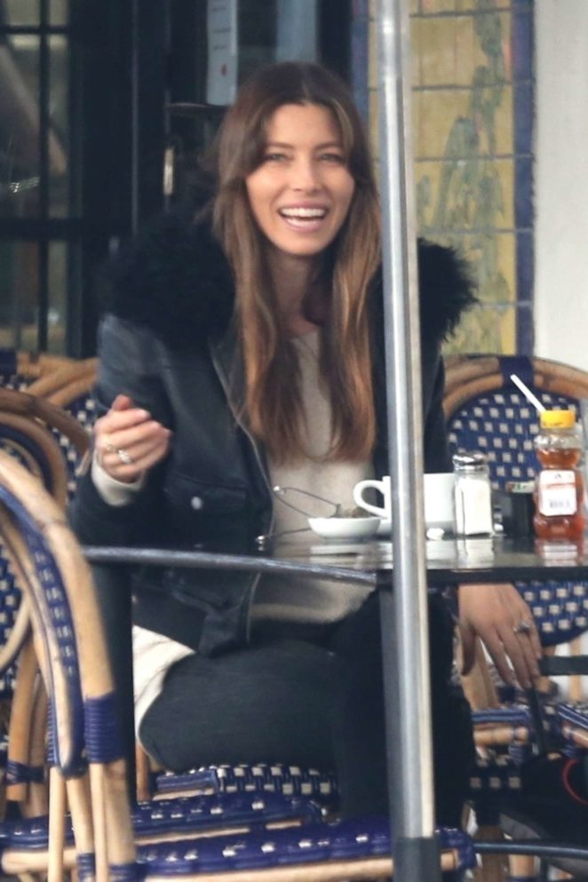 Jessica Biel enjoys a lunch out in Hollywood
