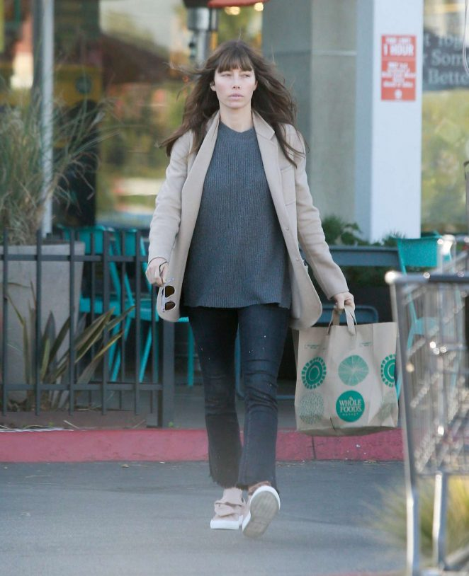 Jessica Biel grocery shopping at Whole Foods -01