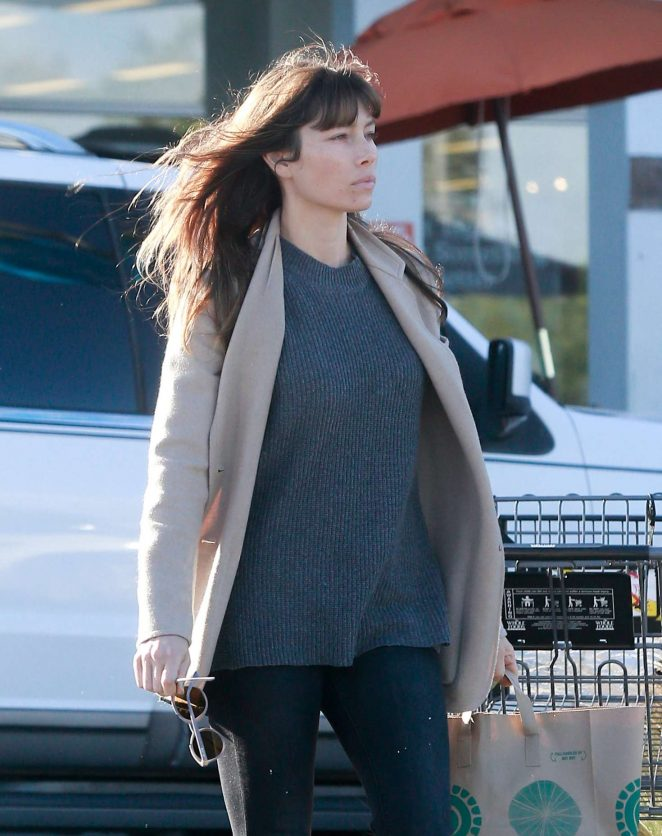 Jessica Biel grocery shopping at Whole Foods -05