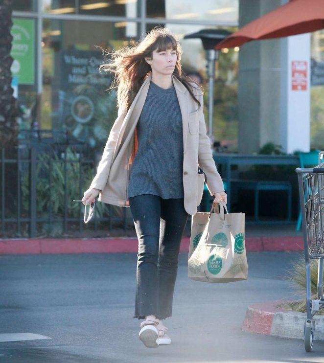 Jessica Biel grocery shopping at Whole Foods -08