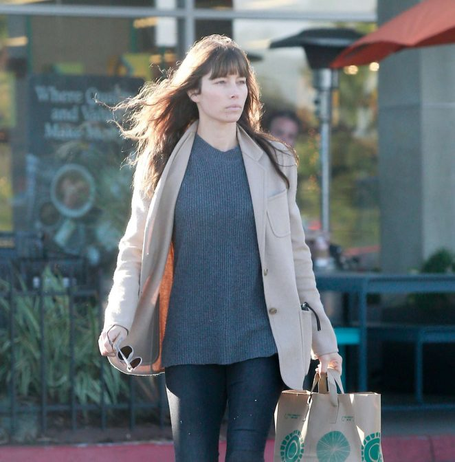 Jessica Biel grocery shopping at Whole Foods -10
