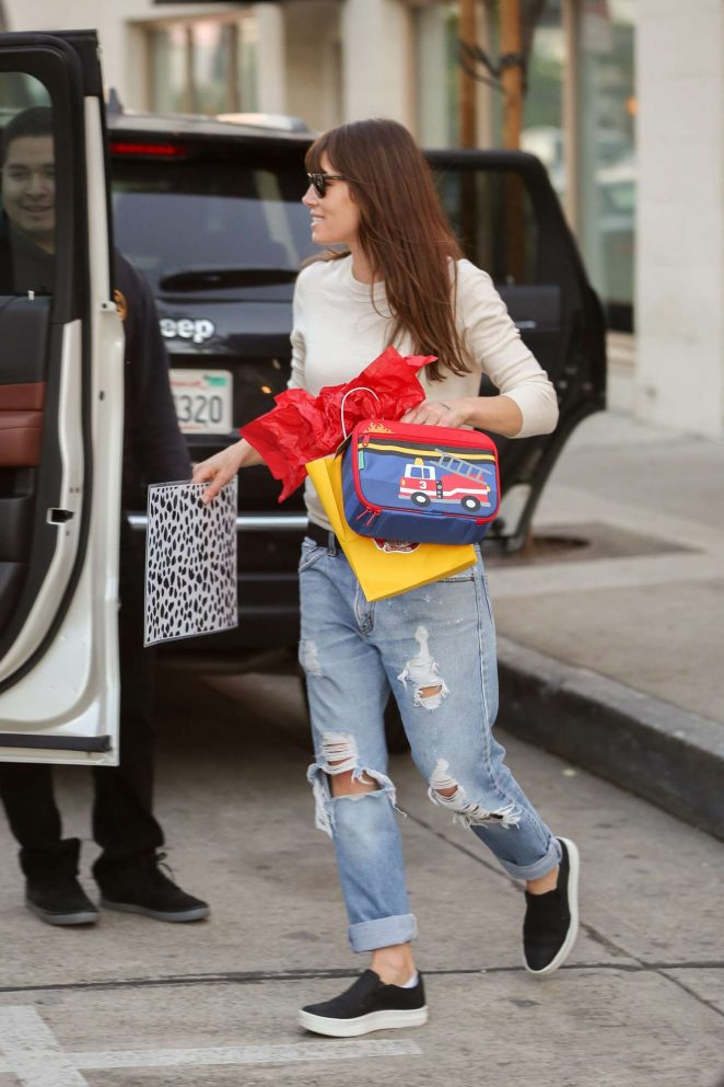 Jessica Biel in Ripped Jeans Leaves Au Fudge -01